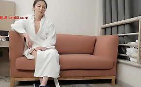 小贤宾馆约炮欲女女神,据说以前是超模,沙发大力后入换到床上继续做